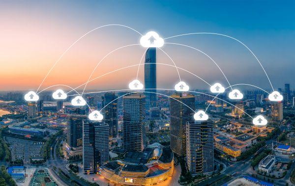 摄图网_500589946_城市景观和互联网网络连接云技术的交流 (企业商用)
